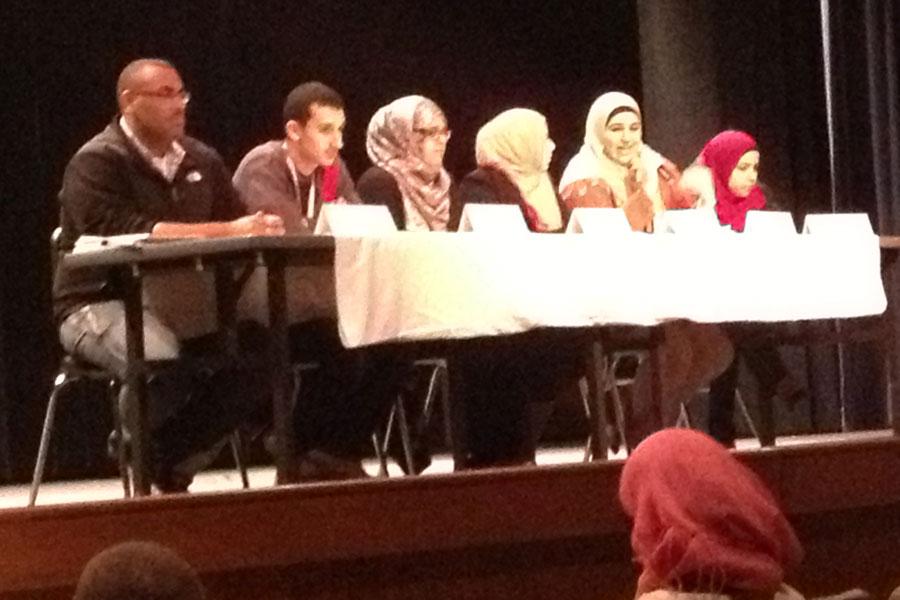 Muslim+students+speak+in+a+panel+to+other+Lakelanders.