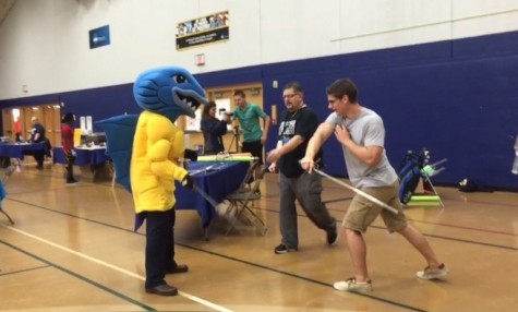 VIDEO: Musko shows off sword fighting moves at homecoming