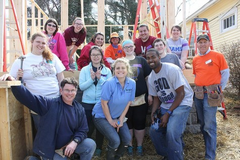 Sizemore poses with Lakeland students during their recent Habitat for Humanity spring break trip.