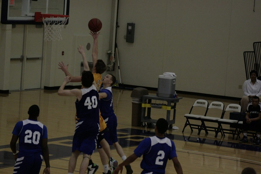 Muskie Men defeat Dominican