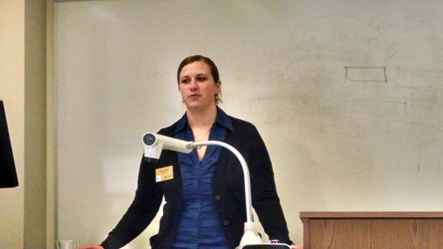 Brittney Mauk, assistant director of financial aid, give scholarship advice.