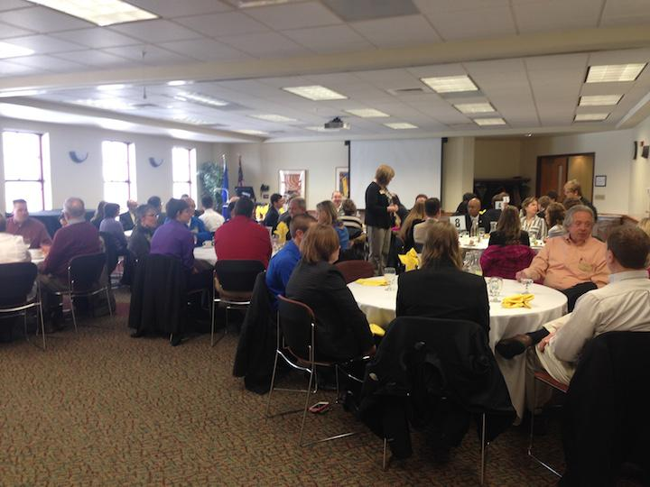 Prospective+students+speak+with+successful+Lakeland+alumni+and+faculty+over+lunch.