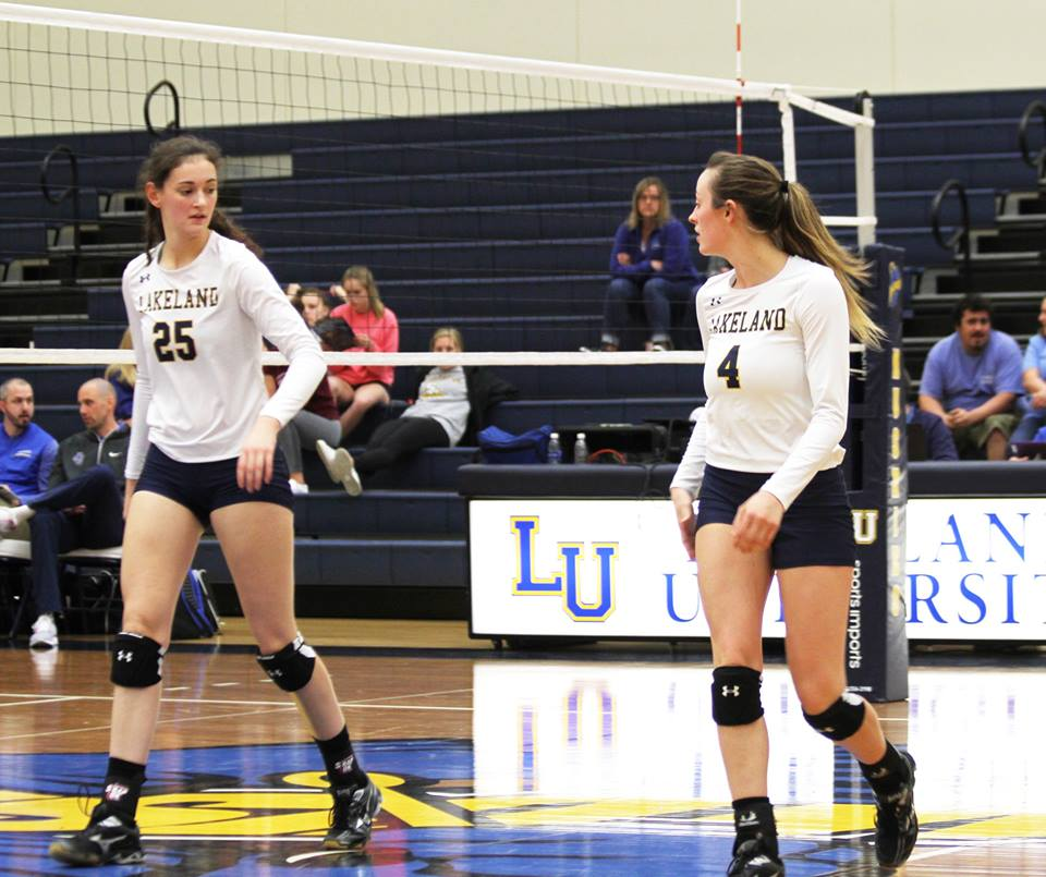 Women's volleyball splits record over half-and-half weekend